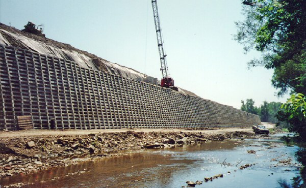 Geosyntec designed a 3000-ft. long concrete crib wall to prevent further slope failure into a nearby creek at the Warner Hill Landfill in Ohio.